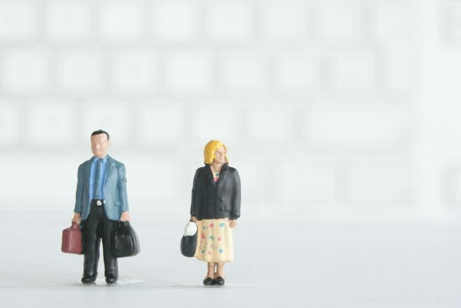 Small model figures with suitcases